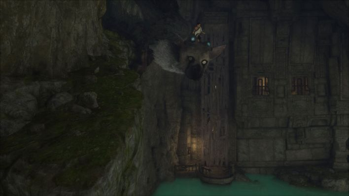 "Ein Screenshot von dem PS4-Spiel ""The Last Guardian"", auf dem ein kleiner Junge auf einem katzenartigen Monster durch eine dunkle Höhle reitet (Quelle: Sony Interactive Entertainment Europe Limited)"